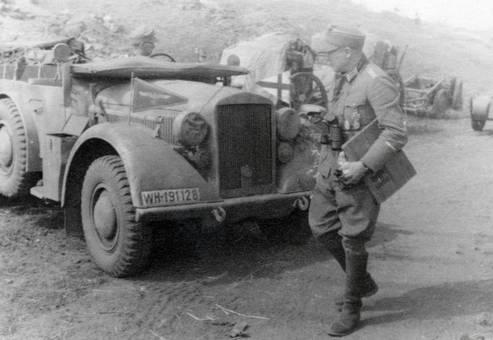 Soldat mit Auto