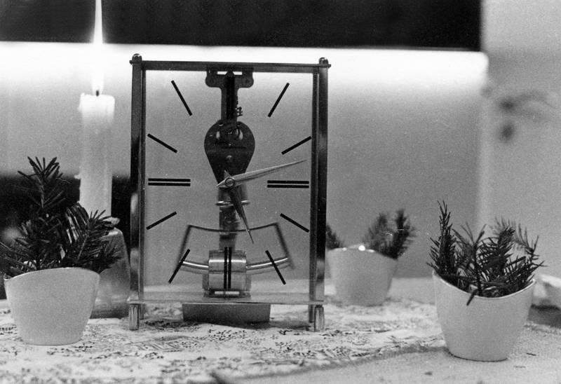 aufschrift, gerät, Kerze, kundo electronic, made in germany, mechanik, schrift, tannennadel, topf, Töpfchen, uhr, Uhrzeiger, Vase