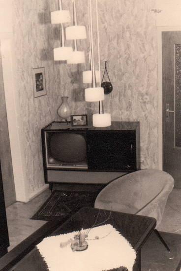 einrichtung, Fernseher, Fernsehgerät, hängeleuchte, lampe, sessel, wohnzimmer
