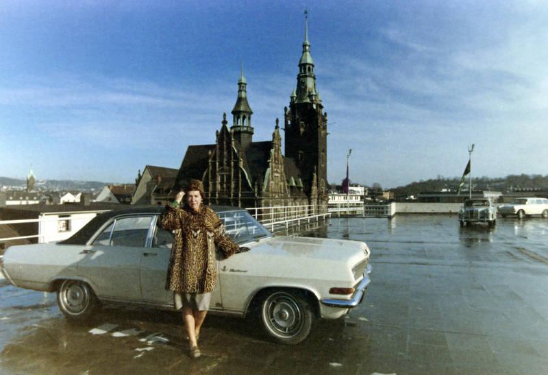 auto, Elberfeld, Elberfelder Rathaus, geparkt, hut, KFZ, mantel, mode, PKW, Rathaus Elberfeld, Wuppertal-Elberfeld
