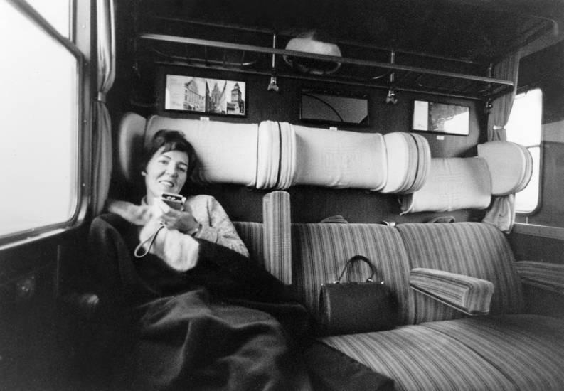 DB, deutsche bundesbahn, Handtasche, lächeln, reisen, sitz, sitzen, sitzplatz, zug, zugfahrt