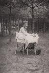 Zwei Stühle im Wald