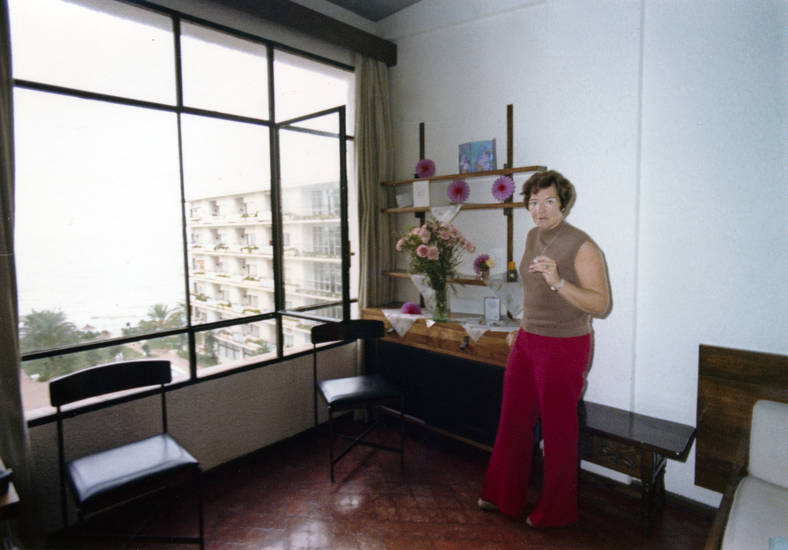 andalusien, costa del sol, einrichtung, Fenster, frisur, Haar, marbella, Möbel, möblierung, mode, reise, rollkragen, schlaghose, Spanien, Stuhl, südspanien, urlaub, Urlaubsreise