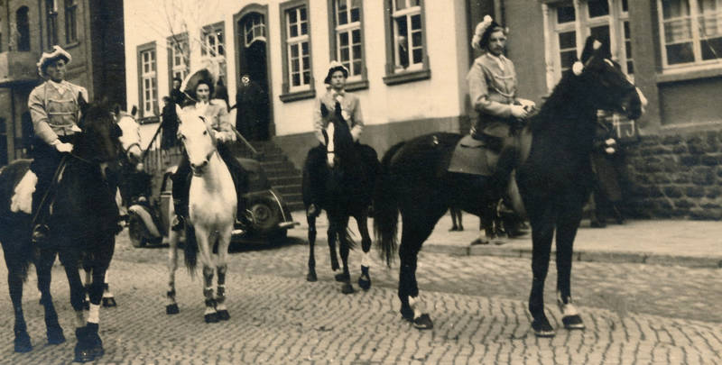 Beverungen, hut, karneval, karnevalsumzug, Kostüm, Pferd, reiten, Umzug, verkleidung