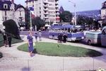 Bus und Flaggen