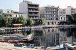 Boote und Häuser am Wasser