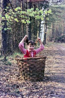 Kind im Korb