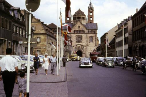 Straße vor dem Dom