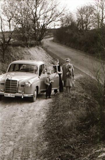 ausflug, auto, familie, KFZ, Kindheit, mercedes, Mercedes Benz, Mercedes-Benz, mercedes-ponton, Mutter, PKW, Zusatzscheinwerfer