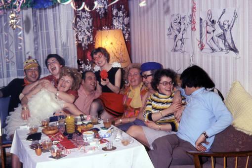 Feier auf dem Sofa