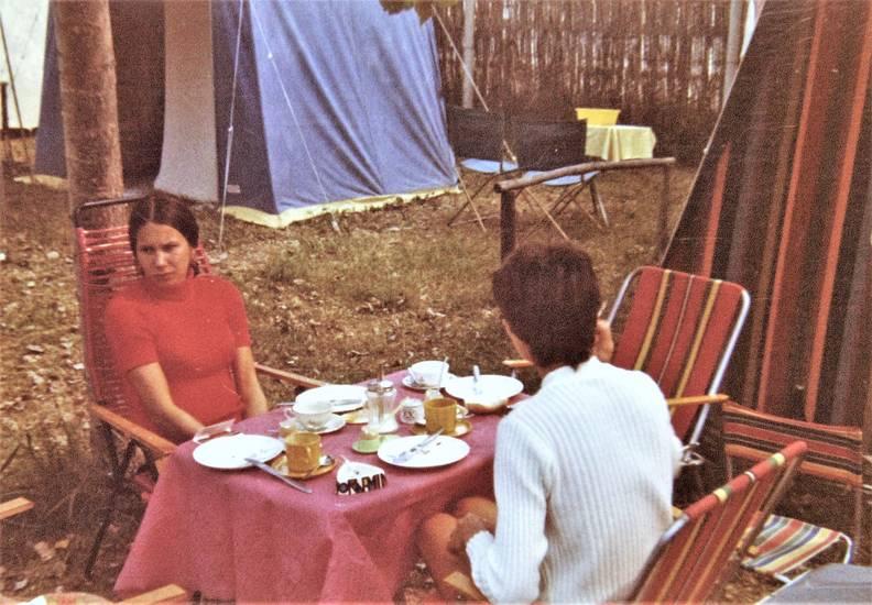 camping, frühstück, Frühstückstisch, Geschirr, kaffee, Stuhl, zelt, Zeltplatz