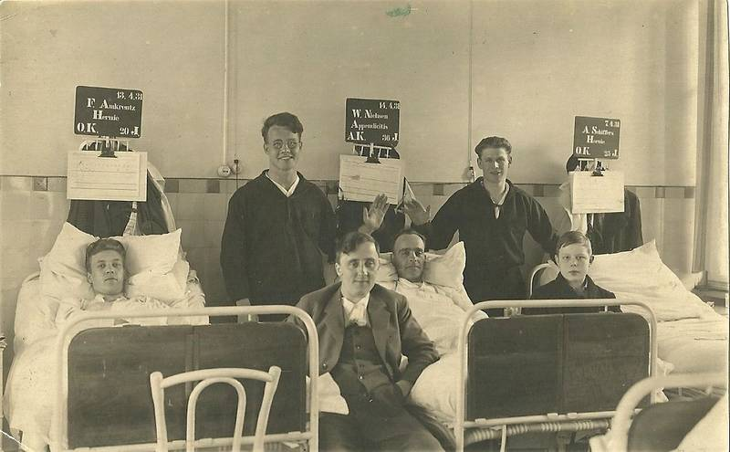 Krankenbesuch, Krankenbett, krankenhaus, Krankenzimmer, Namensschild