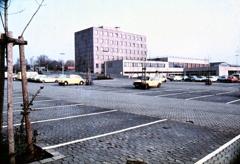 ascona-a, auto, Baubezirk, Fernmeldeamt, Ford-Escort, Hagen, KFZ, Opel, Parkplatz, PKW, porsche-924, VW-Golf, VW-Käfer, VW-Passat, VW-scirocco