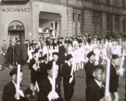 Prozession zur Erstkommunion
