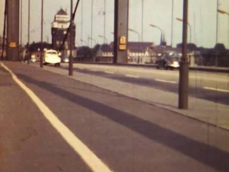 Auf einer Rheinbrücke