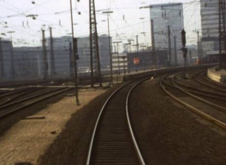 Zug fährt ein