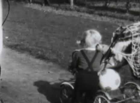 Kinder mit Rollern