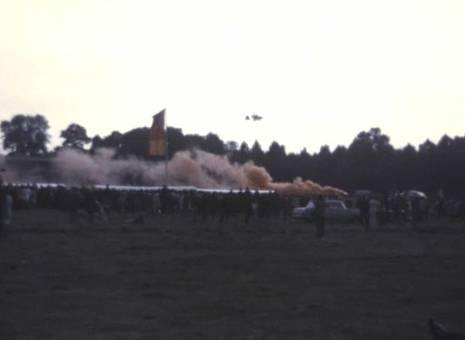 Flugshow mit Fallschirm