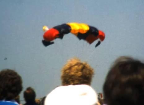 Fallschirmspringer in Hopsten
