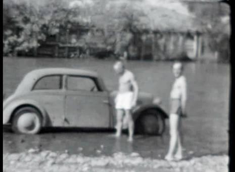 Autowäsche im Fluss