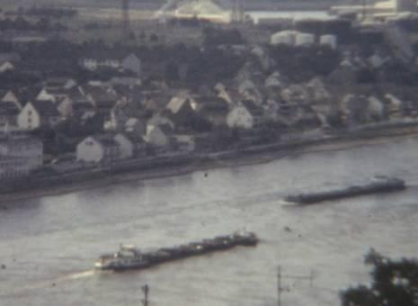 Ausblick auf Schiffe und Fluss