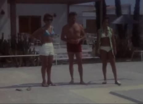 Boule am Pool