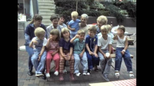 Kinderfest mit Kartonköpfen