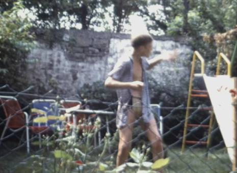 Streich mit dem Gartenschlauch